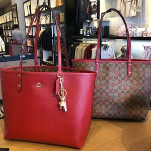 COACH Reversible City Tote VDay2020 collection 🔥